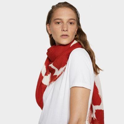 sugestoes-presentes-natal-parfois-lenço-vermelho-cor-tijolo-moda-fashion